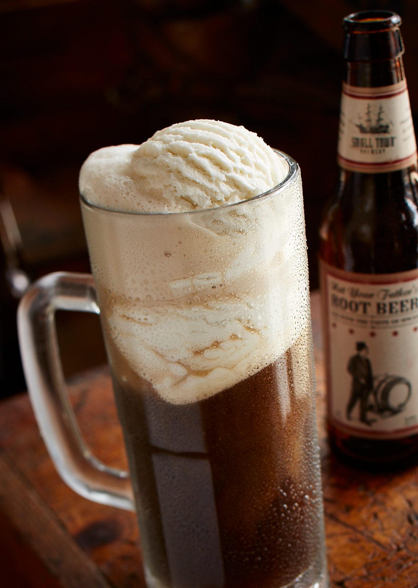 Smokey-Bones-Root-Beer-Float